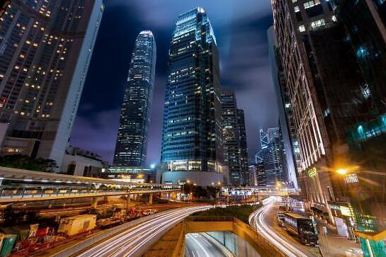 et41087301137121 - 德勤研报:中国富豪视香港和美国为次选热门投资地-香港上市